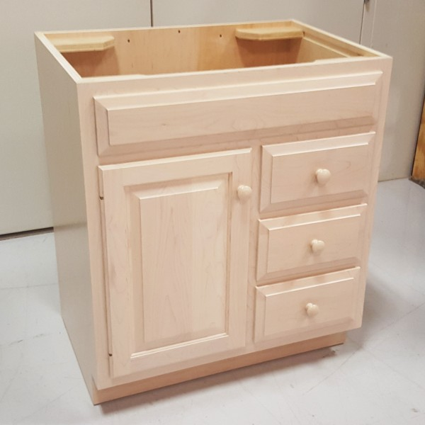 Custom maple bathroom vanity cabinet custom bathroom for Bathroom cabinets 600 x 600
