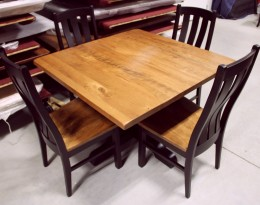 Custom Rochester Single Pedestal Dining Set